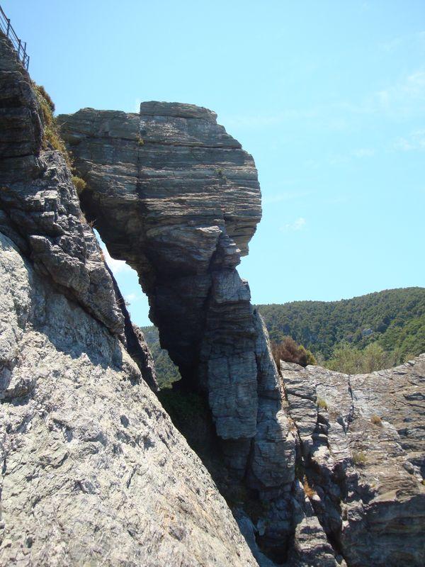 13. Гигантский кусок скалы на пути к вершине -