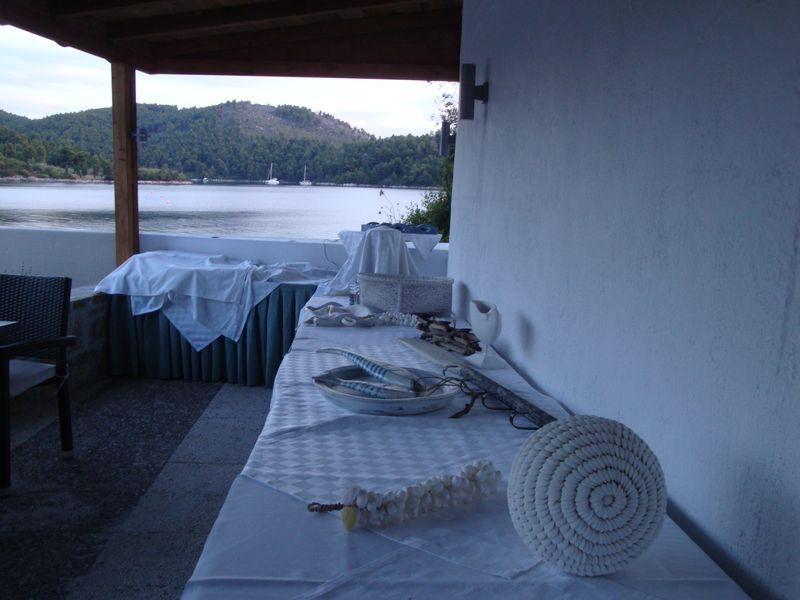 029. Морская тема - Верхний ресторан для завтраков и ужинов в отеле Blue Suites