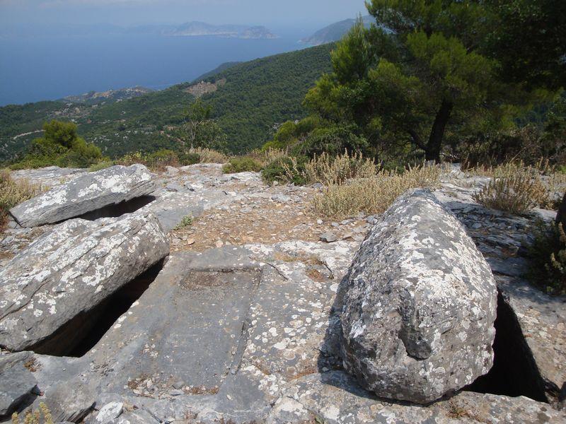 074. Гробницы Сендукья - Гробницы Сендукья представляют собой три древних захоронения в скале, сделанные примерно 4000 лет назад.