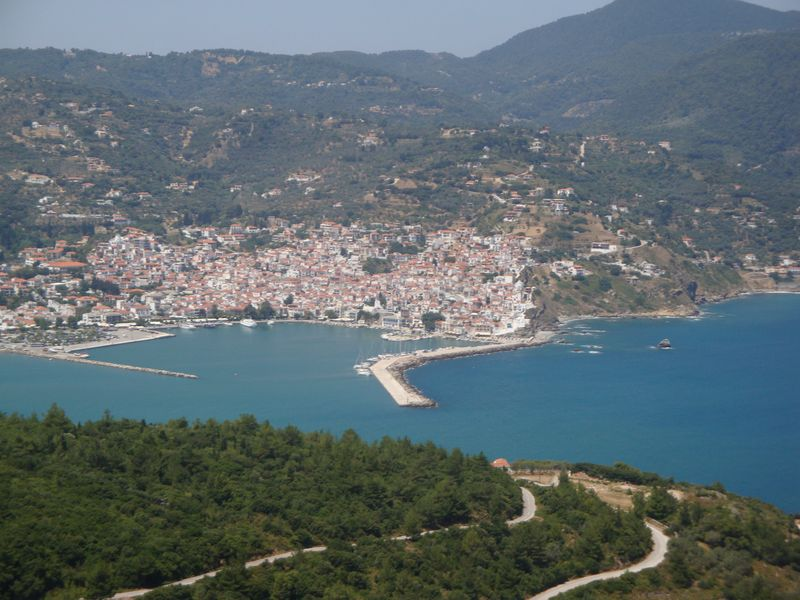 089. Вид на гавань Скопелоса с горы Палуки - Παλούκι