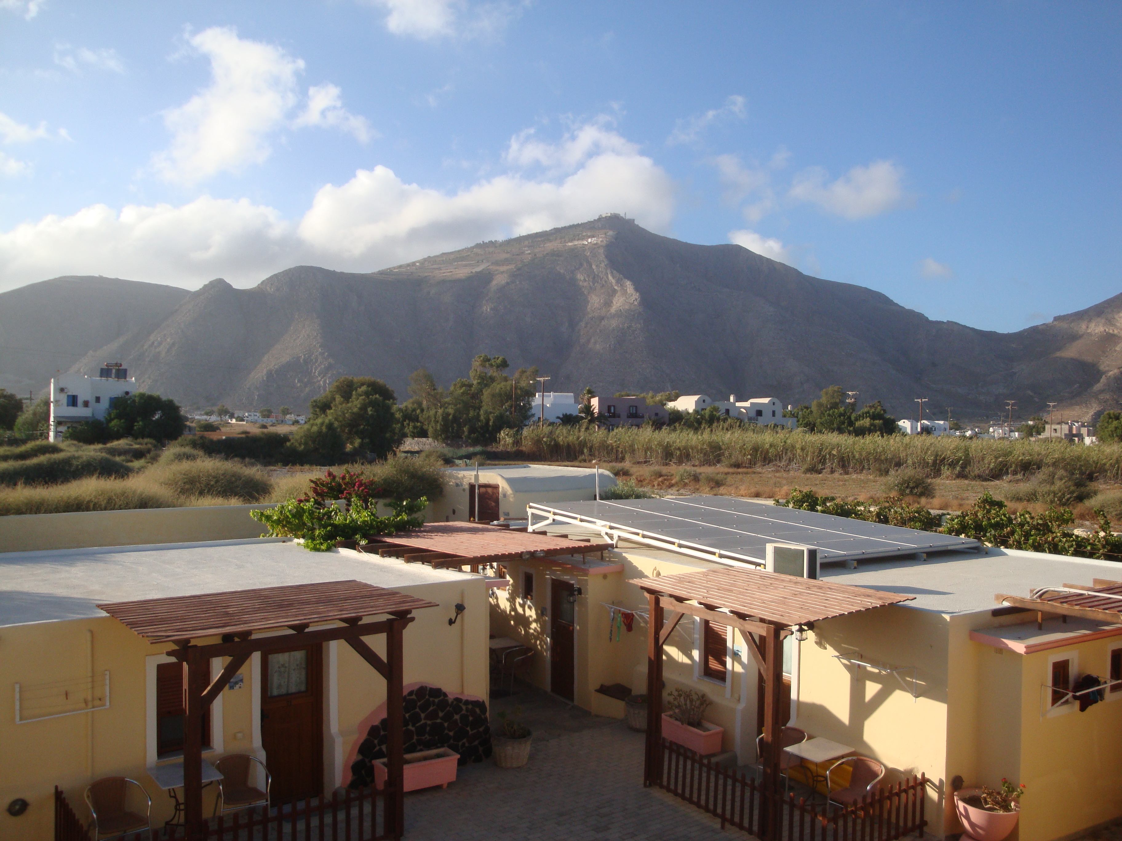 04. Монастырь в облаках - Вид на горы из отеля Смарагди, Перисса