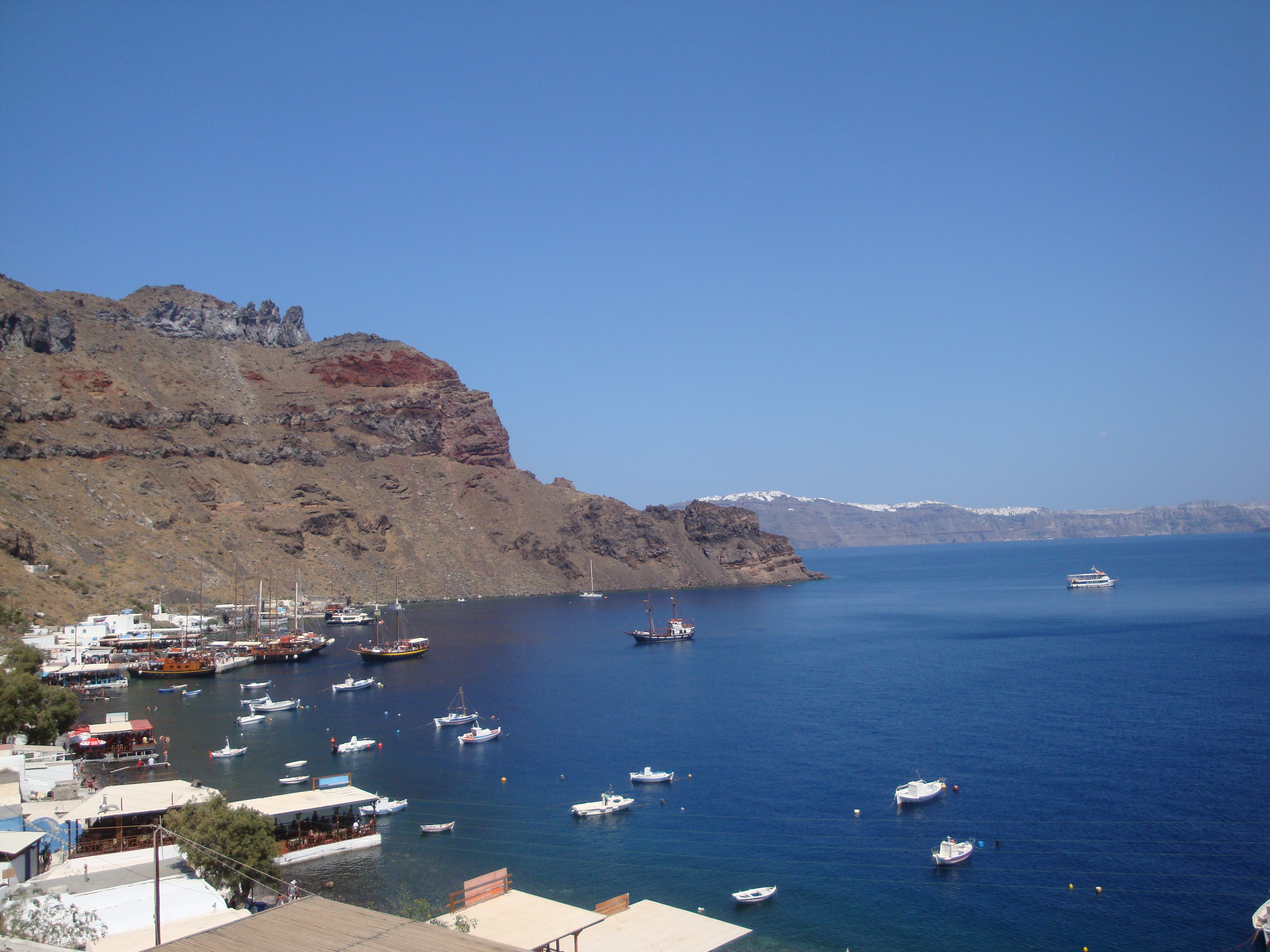 13. Живописная гавань острова Фирасия - (Θηρασία) Санторини
