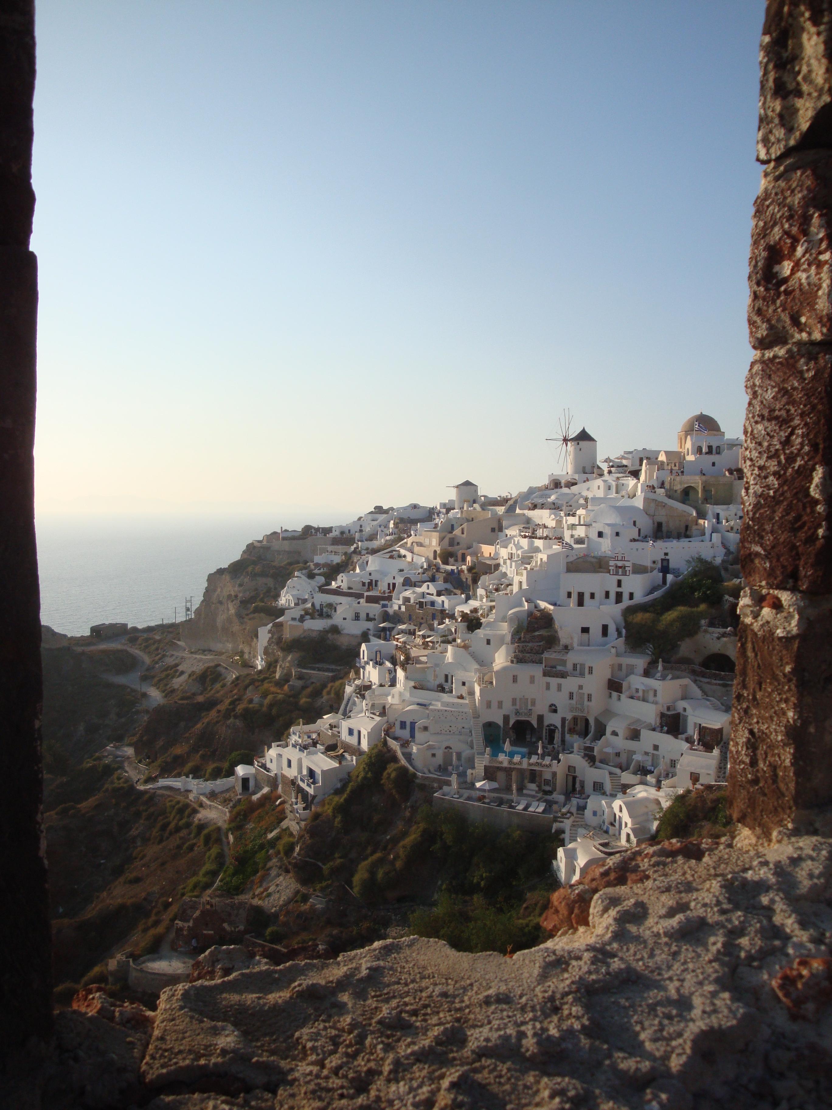 23. Вид на Ию из развалин замка - Санторини