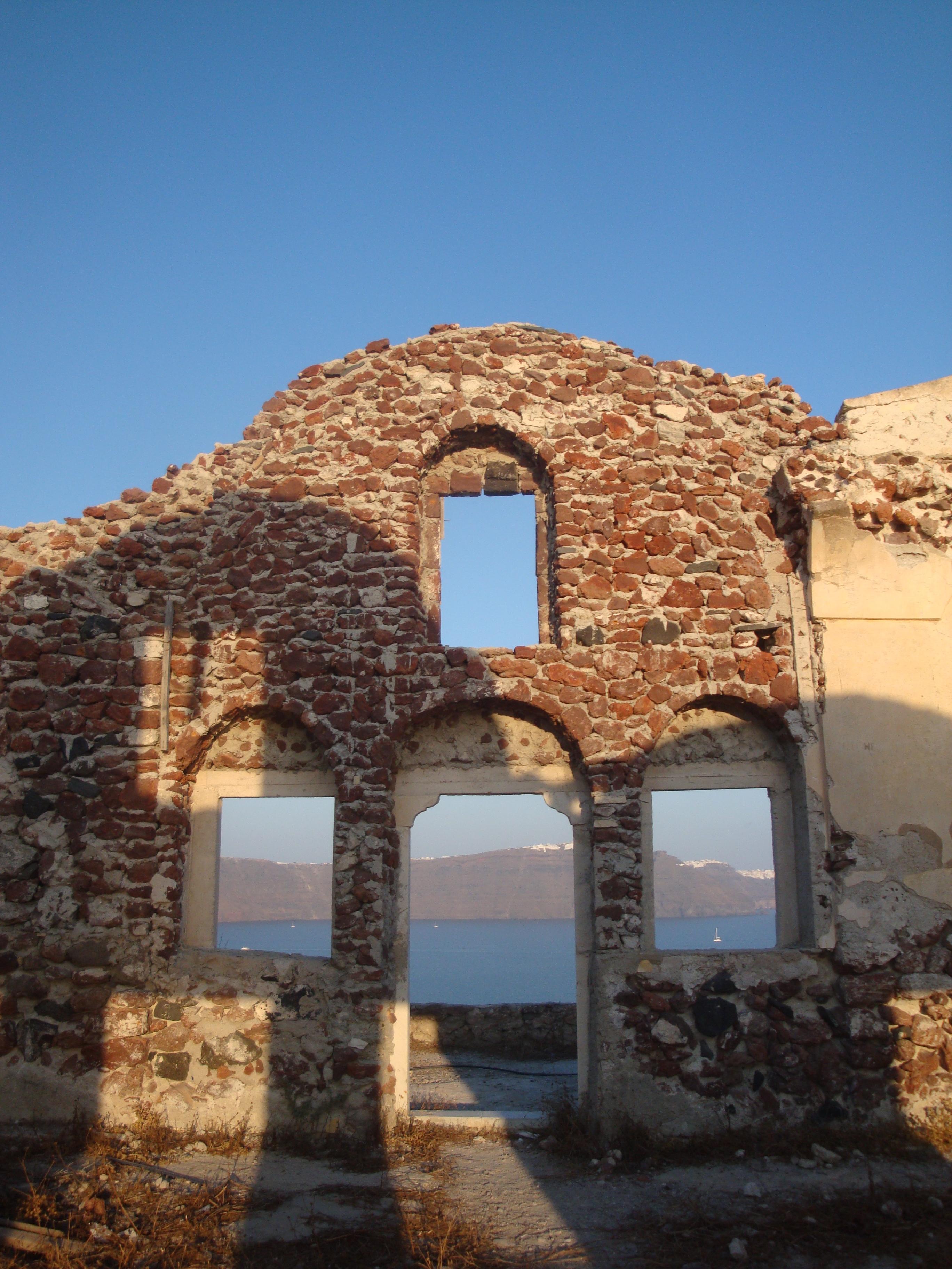 27. Древняя стена в лучах заходящего солнца - Ия, Санторини
