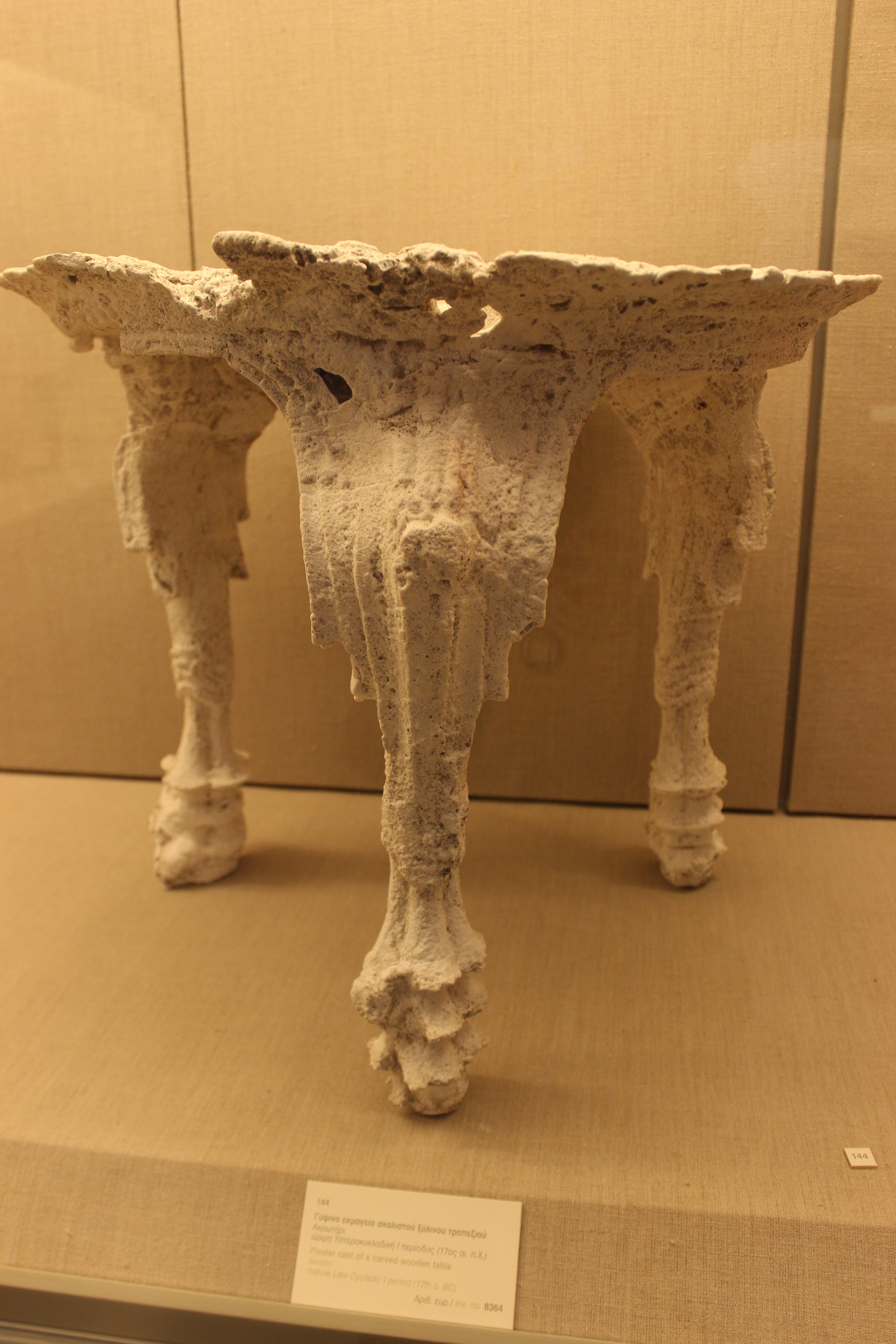 35. Гипсовый слепок деревянного резного стола - 17 в. до н.э, Акротири (Ακρωτήρι). Музей Фиры, Санторини