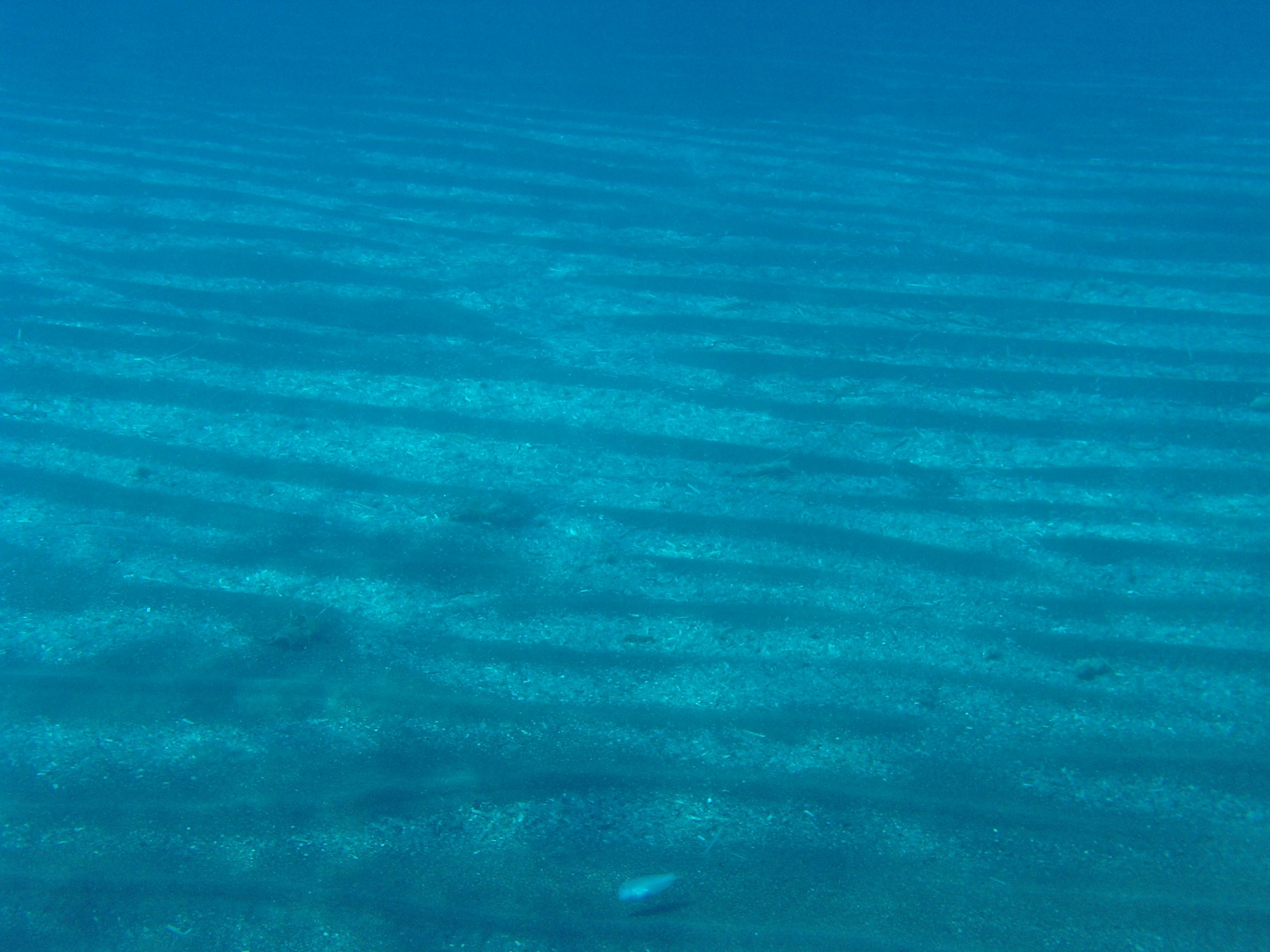 54. Слоистость на дне - Пляж Периссы. Санторини