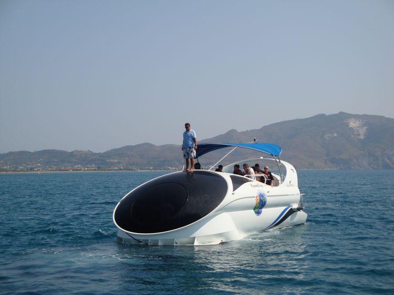 44. Грек, высматривающий черепаху - На таких катерах тоже высматривают морских черепах!