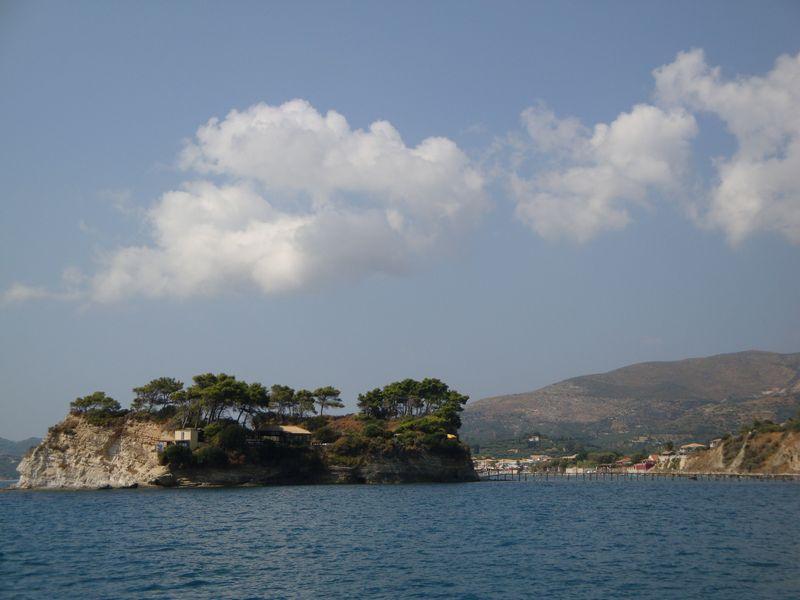 47. Частный остров Cameo - Уединенный, уютный частный остров Cameo. Небольшой пляжик с галькой, очень много крупных рыб и крабов рядом с берегом. Интересно плавать с маской!