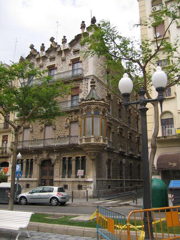 009. Симпатичный домик - Домик в городе Таррагона