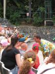 """018. Попугаи на голове - Выступление попугаев на шоу птиц, шоу проходит в зоне """"Полинезия"""""""