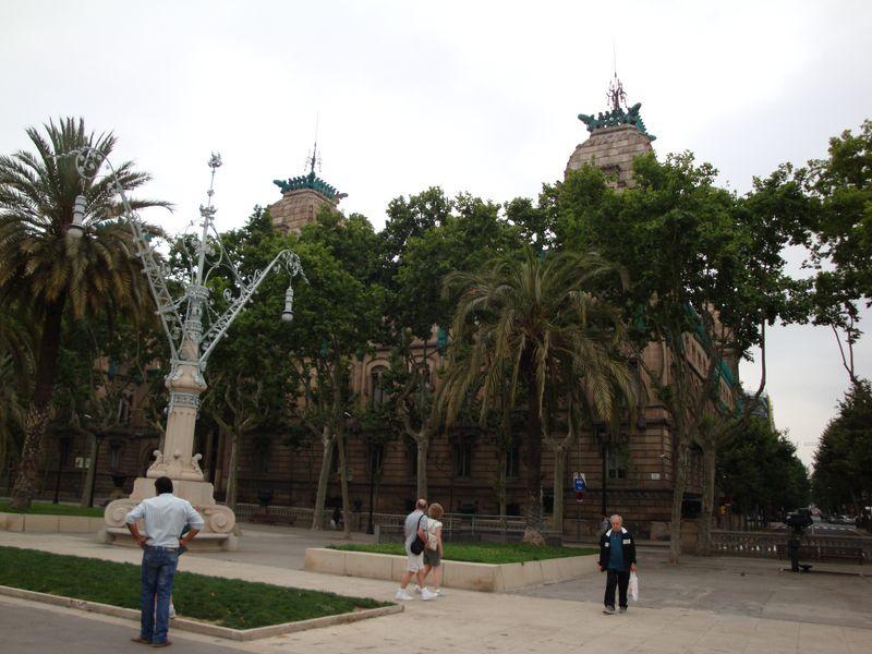051. Необычные фонари - Барселона