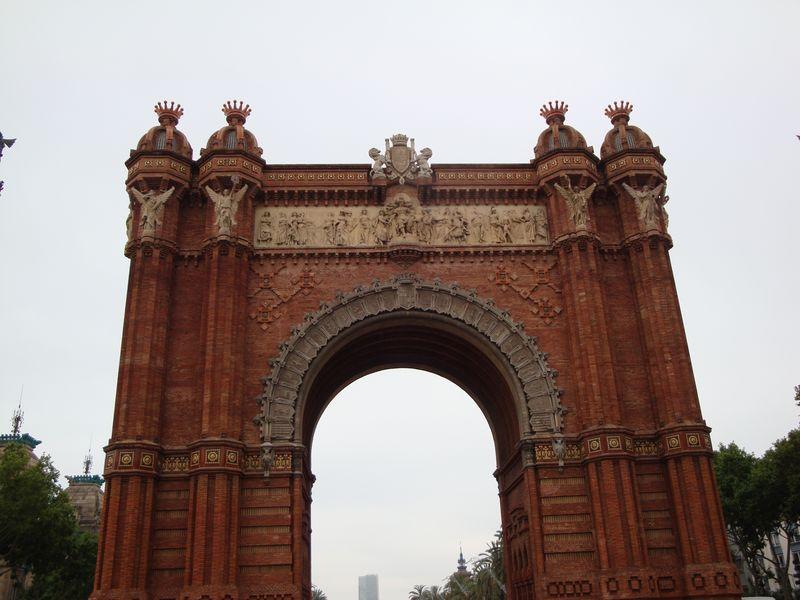 053. Триумфальная арка вблизи - Барселона