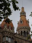 068. Оранжевые башенки - Барселона - очень оригинальный в плане архитектуры город, чем-то напоминающий Петербург. Говорят, что Мадрид по духу похож на Москву, а Барселона на Санкт-Петербург.