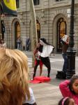 072. Мини-представление - Бульвар Рамбла; мужчина, переодетый женщиной