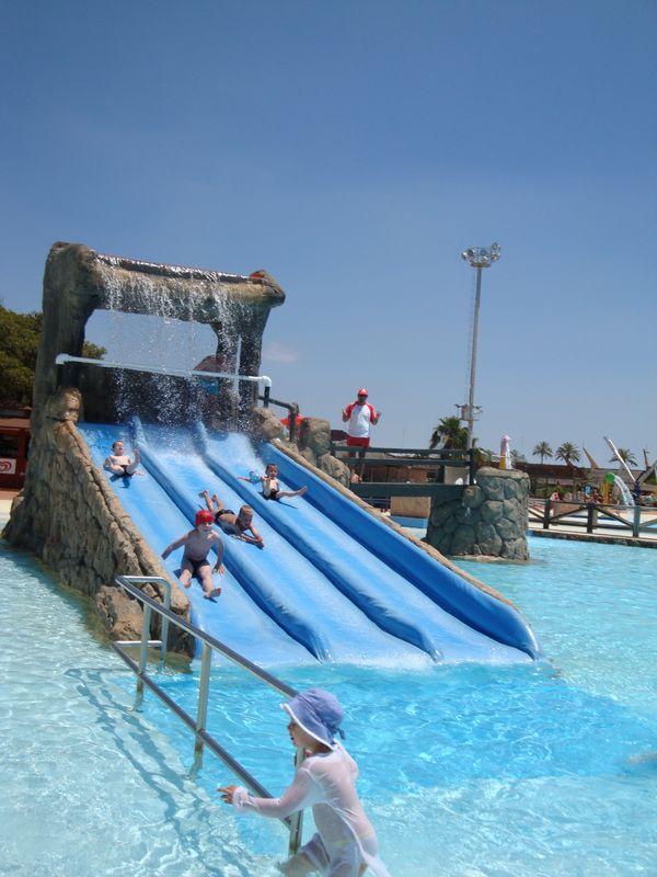 089. Зона Инфантиль - «Zona Infantil» , в Aquópolis шикарная и большая детская зона, для детей разного возраста. Очень удобный по расположению аттракционов, пожалуй, самая удобная и интересная детская зона из множества различных аквапарков