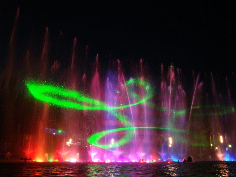 112. Рисунки лазера - Поющие фонтаны, Salou; лазер рисует в пространстве